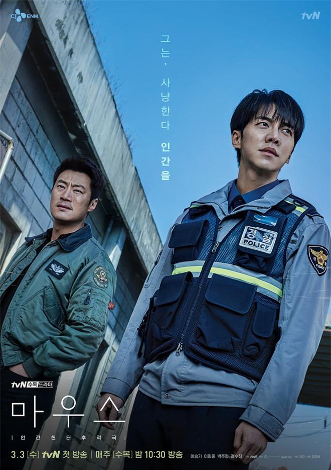 Lee Seung Gi từ anh cảnh sát thật thà hóa kẻ săn người điên loạn trong poster mới của Mouse - Ảnh 2.