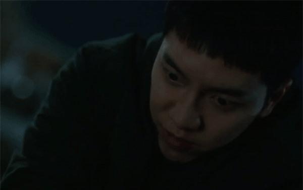 Lee Seung Gi từ anh cảnh sát thật thà hóa kẻ săn người điên loạn trong poster mới của Mouse - Ảnh 6.