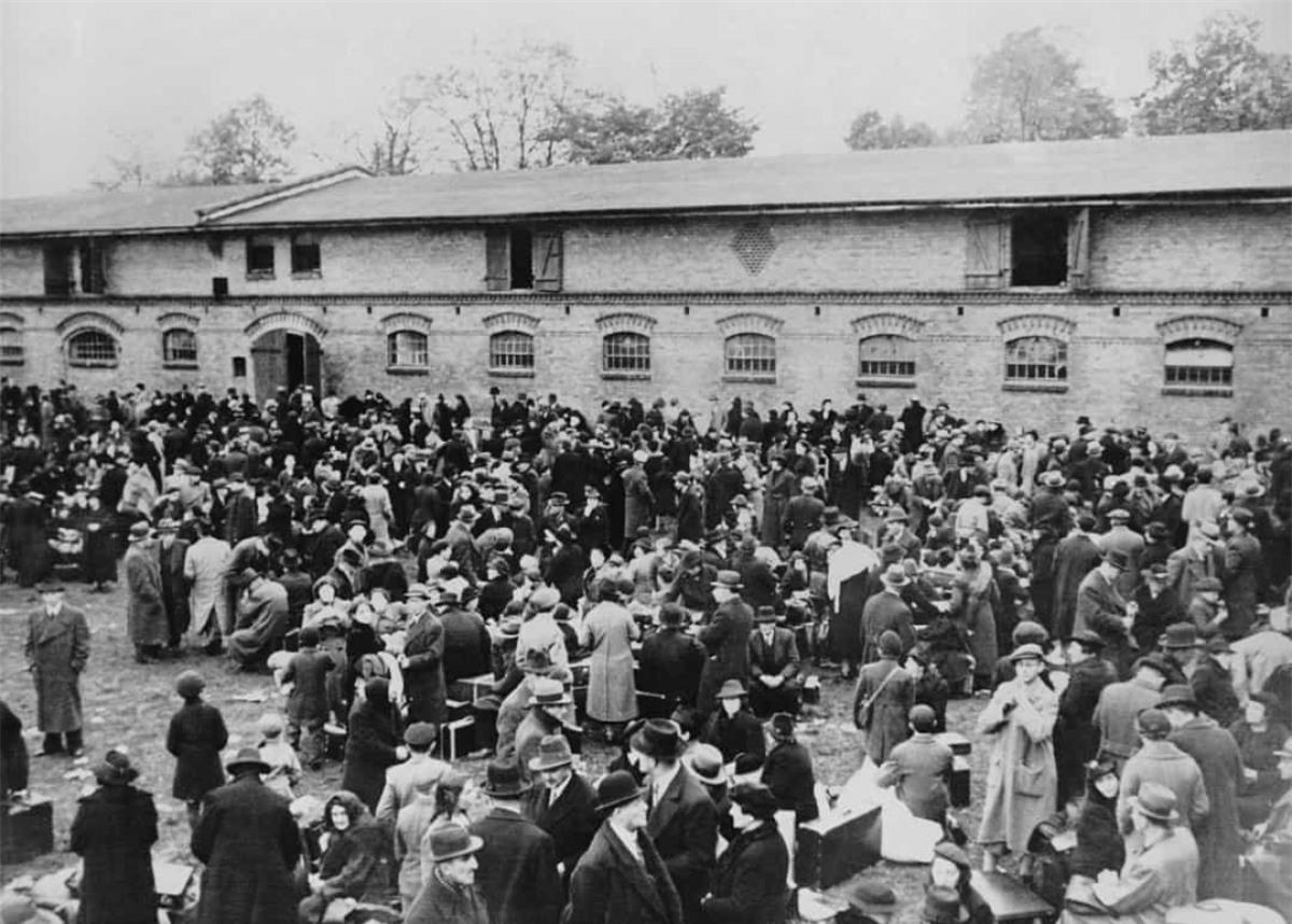 Nhật Bản liên tục từ chối yêu cầu từ chính phủ Đức về việc thiết lập chính sách chống người Do Thái. Nước này đã tiếp nhận hàng nghìn người tị nạn là người Do Thái trong Thế chiến II.