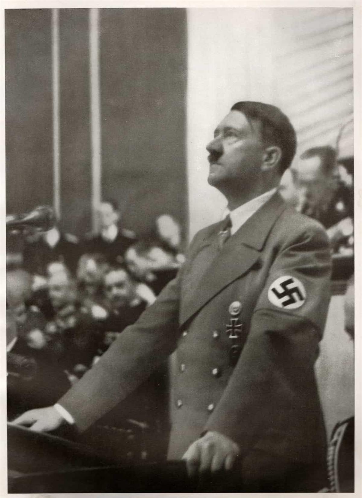 Một bài báo trên The Telegraph tiết lộ rằng mật vụ Mỹ từng cố gắng cho chất làm tăng hormone nữ vào đồ ăn của Hitler.