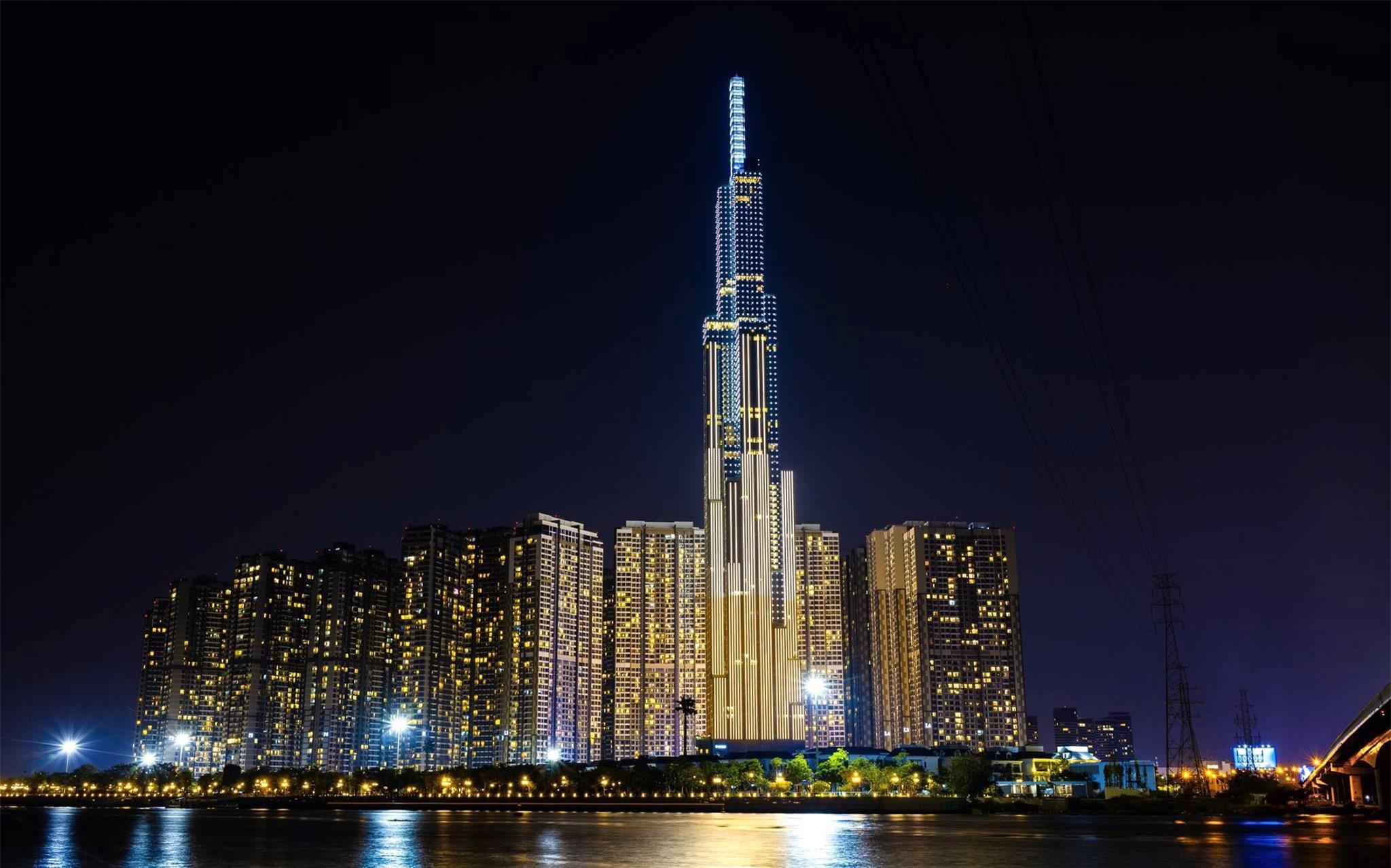 Các công trình nổi tiếng ở TPHCM giữa trời đêm - Ảnh 7.