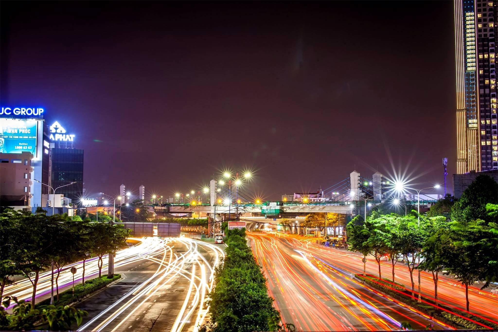 Các công trình nổi tiếng ở TPHCM giữa trời đêm - Ảnh 8.