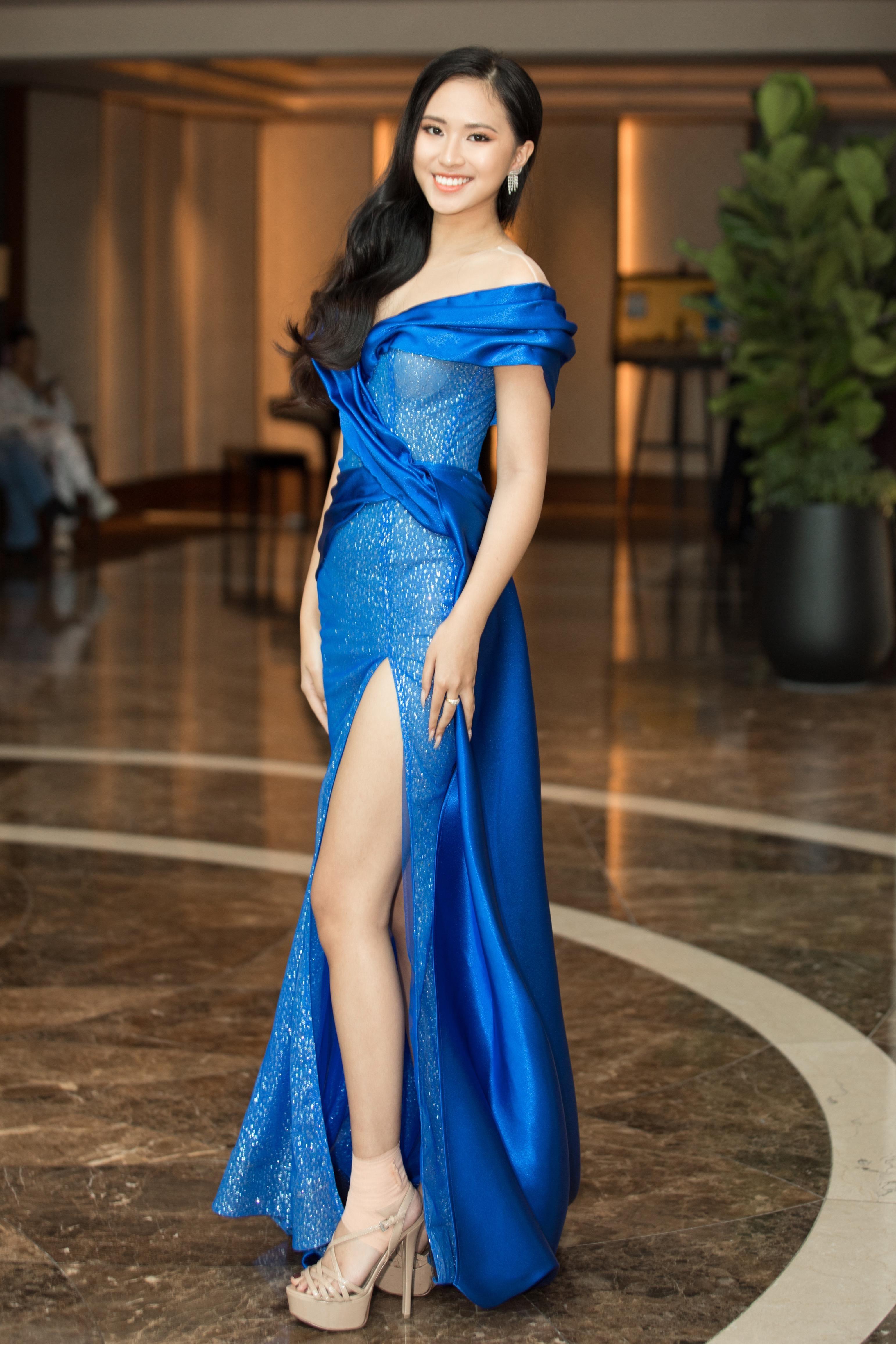 Cẩm Đan, Bích Thùy diện váy cúp ngực siêu gợi cảm ảnh 7
