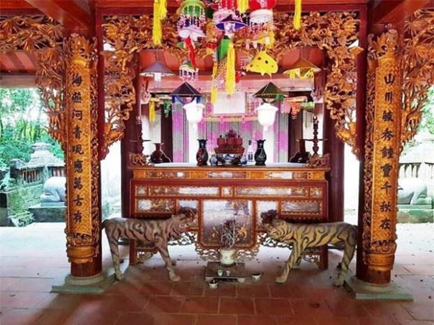 Hàng năm, tại di tích diễn ra lễ hội truyền thống vào ngày mùng 3 tháng 3 âm lịch. Trong lễ hội ngoài phần rước kiệu, tổ chức tế, còn tổ chức nhiều hoạt động phần Hội, đặc biệt có múa hát theo điệu Chăm Pa (điệu múa hát cổ truyền của nước Lào) để tưởng nhớ về công lao của công chúa Nhồi Hoa và tôn vinh truyền thống tốt đẹp hai dân tộc Việt - Lào.