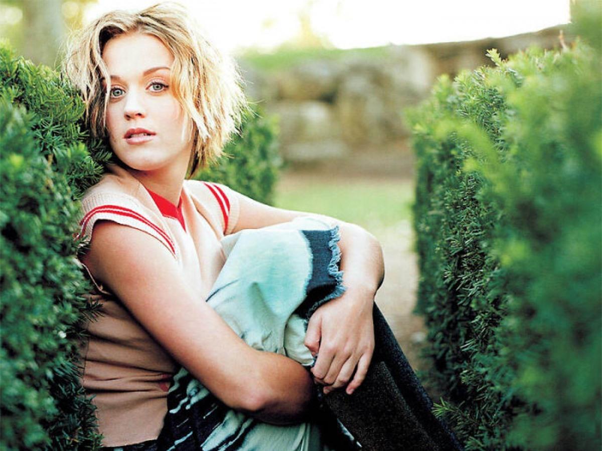 """Katy Perry bắt đầu học thanh nhạc vào năm 9 tuổi và hát cho các nhà thờ. Năm 2001, Katy Perry cho ra mắt album đầu tiên """"Katy Hudson"""" nhưng không được thành công. Đến album thứ hai mang tên """"One of the Boys"""" (2008), bao gồm hai ca khúc """"I Kissed a Girl"""" và """"Hot n Cold"""", tên tuổi của cô đã được biết đến trên toàn thế giới./."""