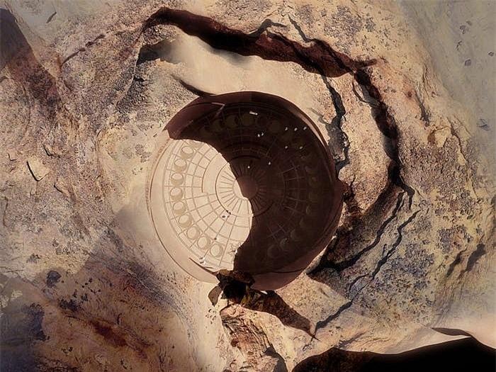 Khách sạn ẩn mình trong núi đá sa thạch cổ - Ảnh 12.