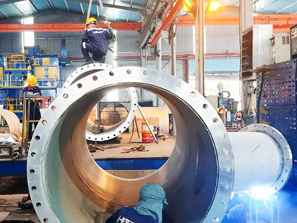 Nhà máy cơ khí Hà Giang Phước Tường (Đà Nẵng) đang khẩn trương chế tạo các thiết bị cho dự án xây dựng Nhà máy nước Hòa Liên