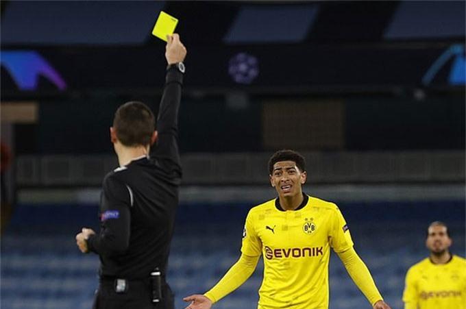 Bellingham đã không được công nhận bàn thắng còn phải nhận thẻ vàng