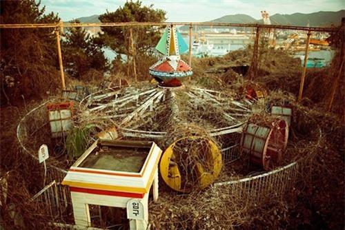 """Rùng mình trước cảnh tượng hoang tàn của những công viên bị """"bỏ rơi"""" - 2"""