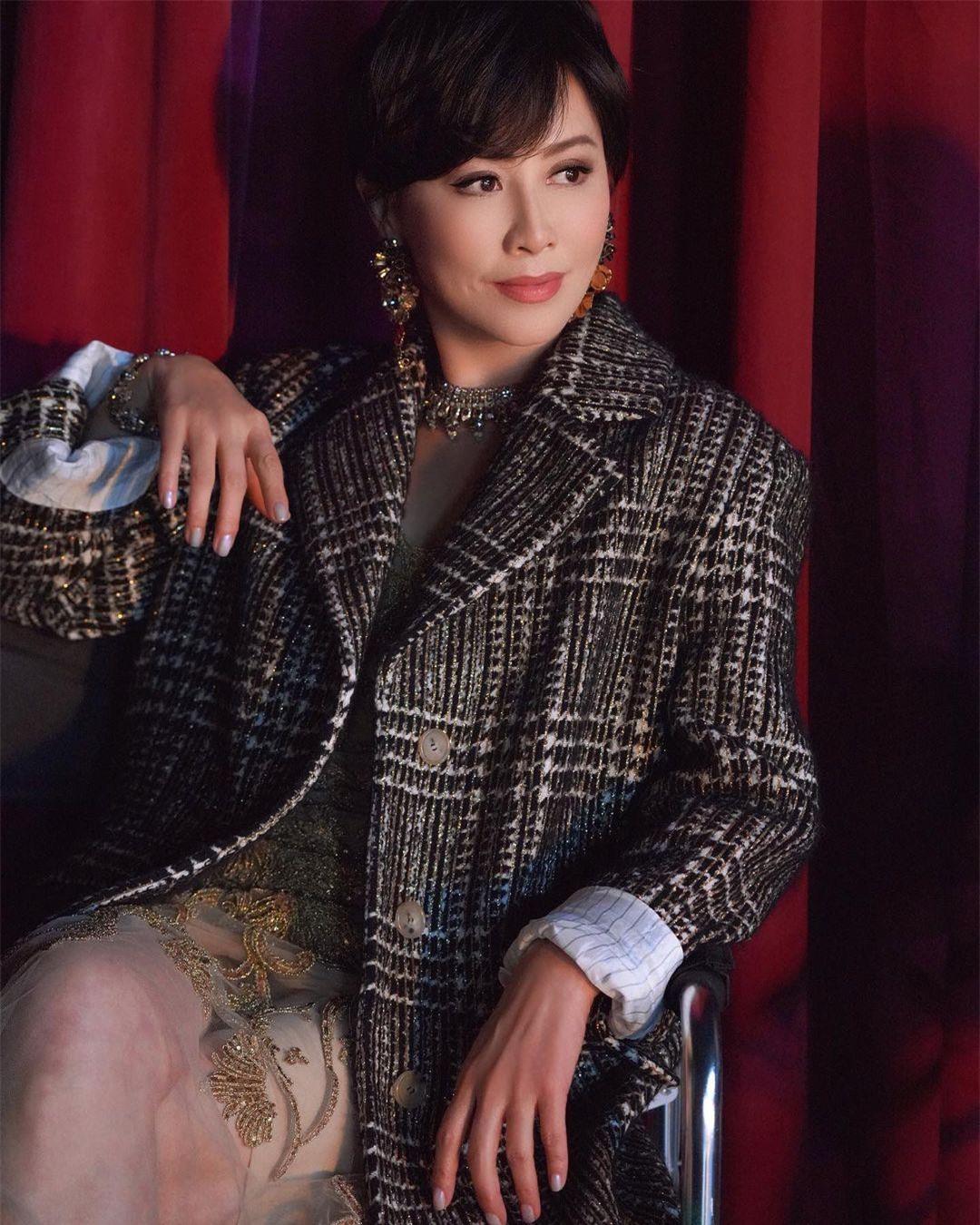 Sắc vóc U60 rực rỡ của 'nữ hoàng màn ảnh' Lưu Gia Linh ảnh 16