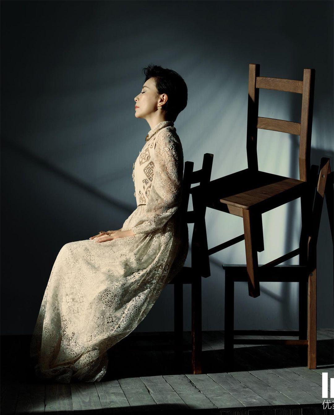 Sắc vóc U60 rực rỡ của 'nữ hoàng màn ảnh' Lưu Gia Linh ảnh 6