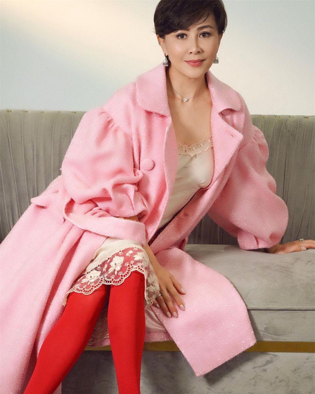 Sắc vóc U60 rực rỡ của 'nữ hoàng màn ảnh' Lưu Gia Linh ảnh 9