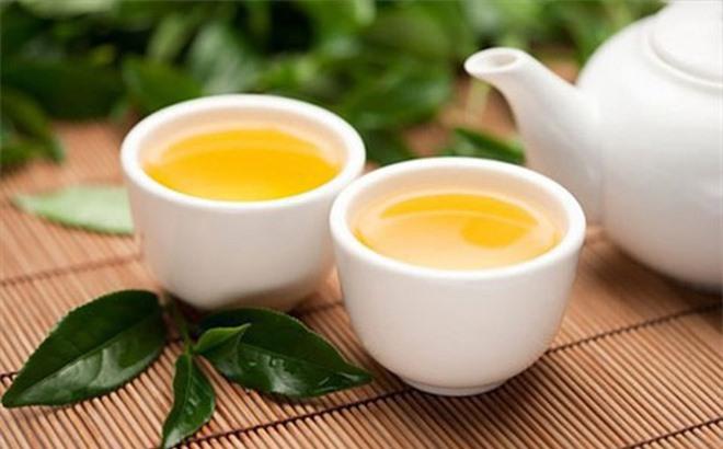 Uống nước trà khi đói
