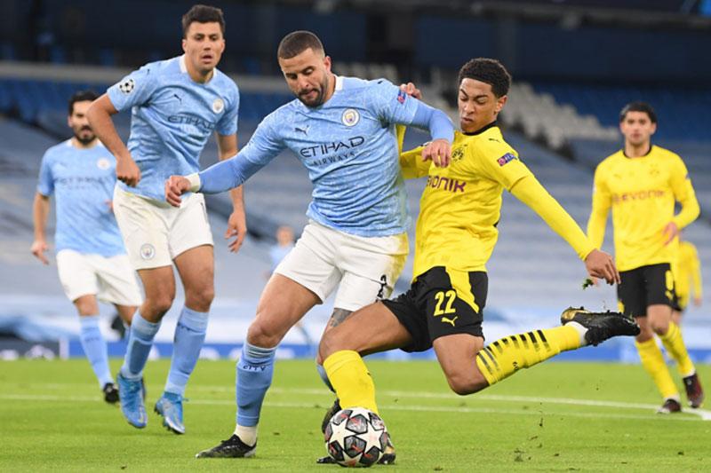 Man City (áo xanh).