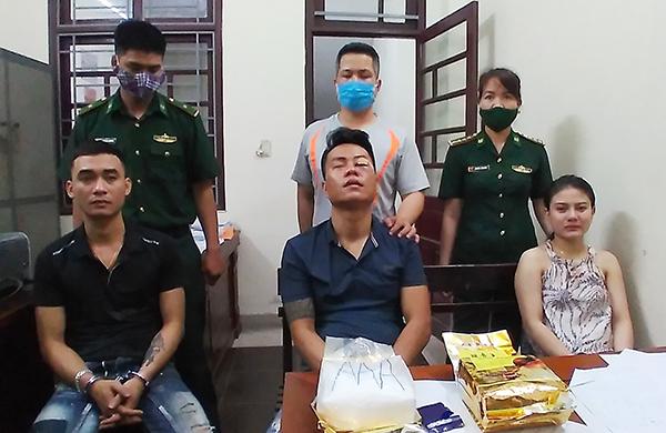 Các đối tượng Nguyễn Trà Thị Trà My, Nguyễn Vũ Trọng, Trần Văn Trung cùng tang vật bị lực lượng đặc nhiệm Bộ đội Biên phòng bắt giữ