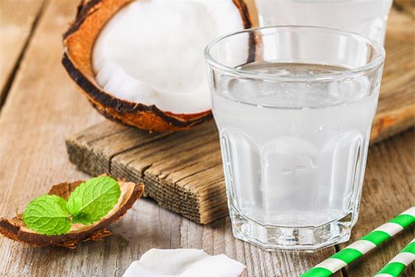 Không uống nước dừa khi bị hen suyễn