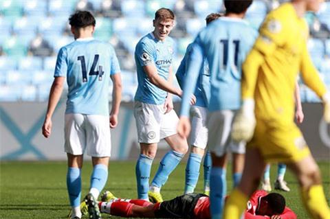 Man City sẽ đôn Liam Delap lên đội 1 mùa tới