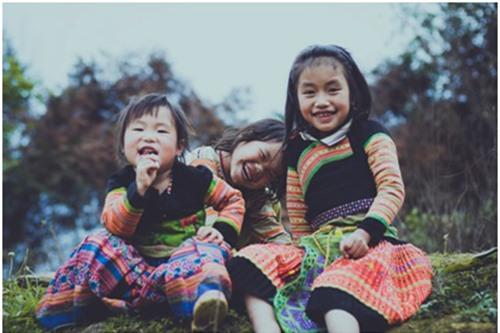 Nụ cười của những em bé ở Tà Xùa