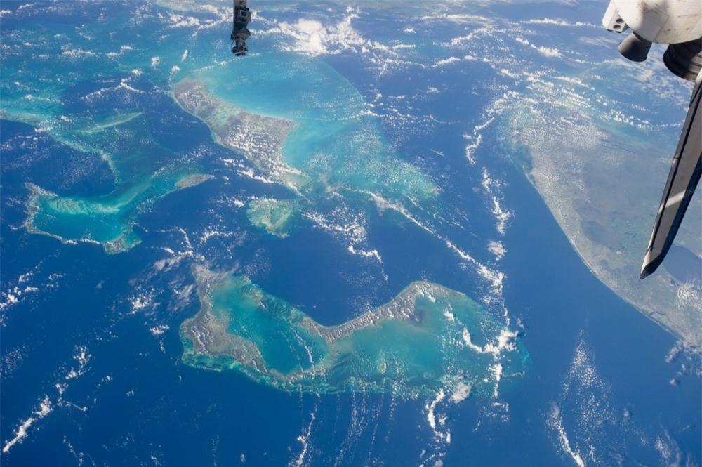 Màu xanh sâu thẳm của nước biển là biểu hiện của sự chết chóc? - 1