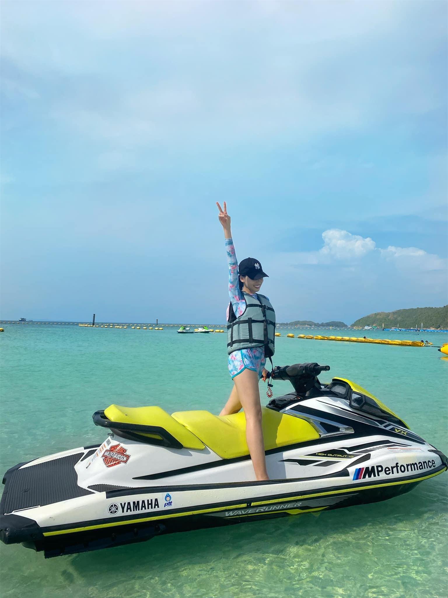 Ngọc Thảo và Hoa hậu Lào mặc đồ đôi, khoe chân dài miên man trên biển Thái Lan ảnh 5