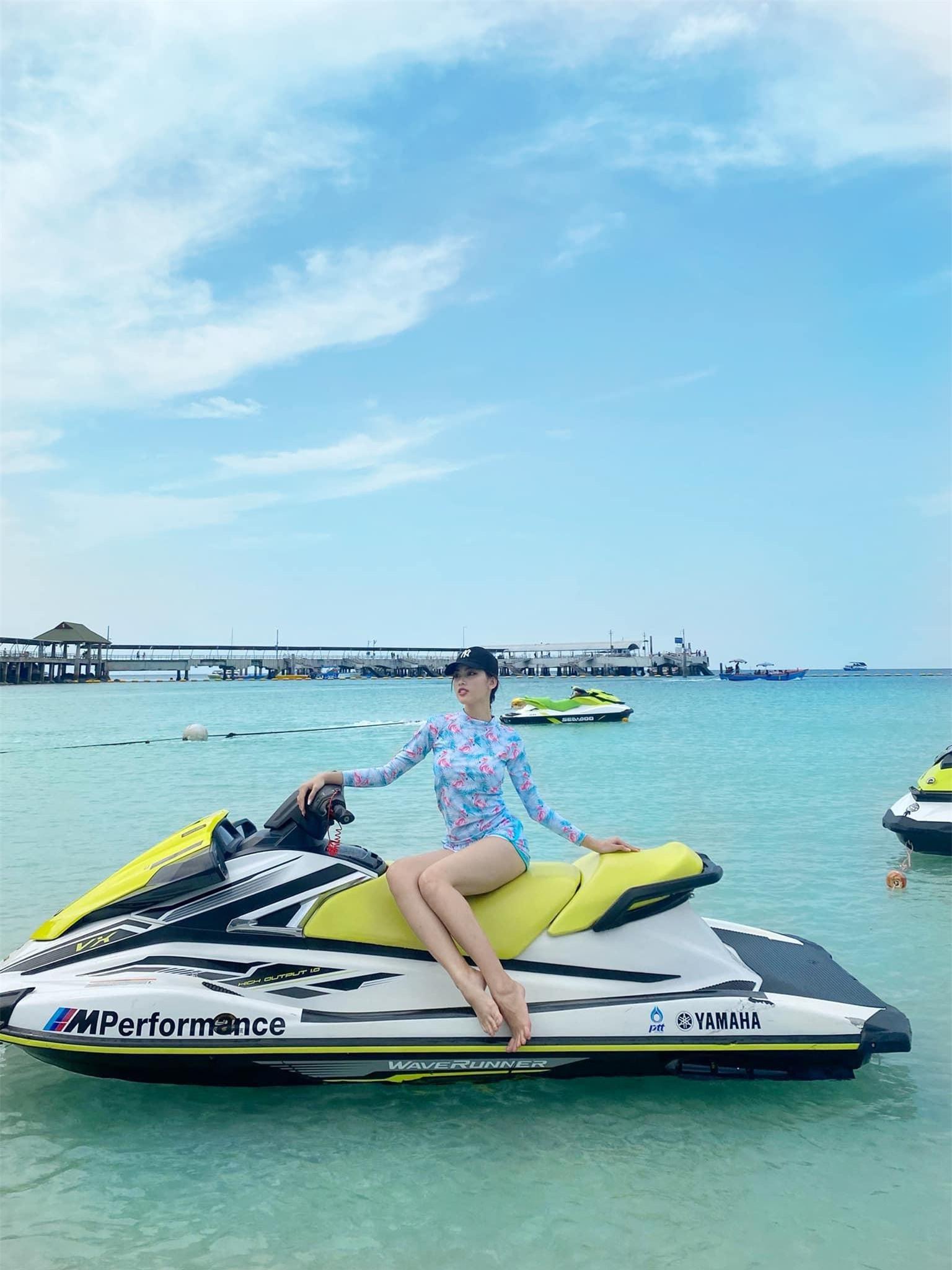 Ngọc Thảo và Hoa hậu Lào mặc đồ đôi, khoe chân dài miên man trên biển Thái Lan ảnh 8