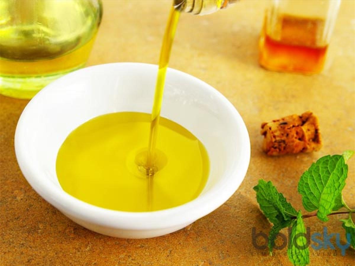 Dầu ăn: Một số người có thói quen sử dụng lại một lớp dầu ăn nhiều lần. Đây là một thói quen xấu, có thể làm giảm giá trị dinh dưỡng của dầu ăn và gây các vấn đề về tiêu hóa.