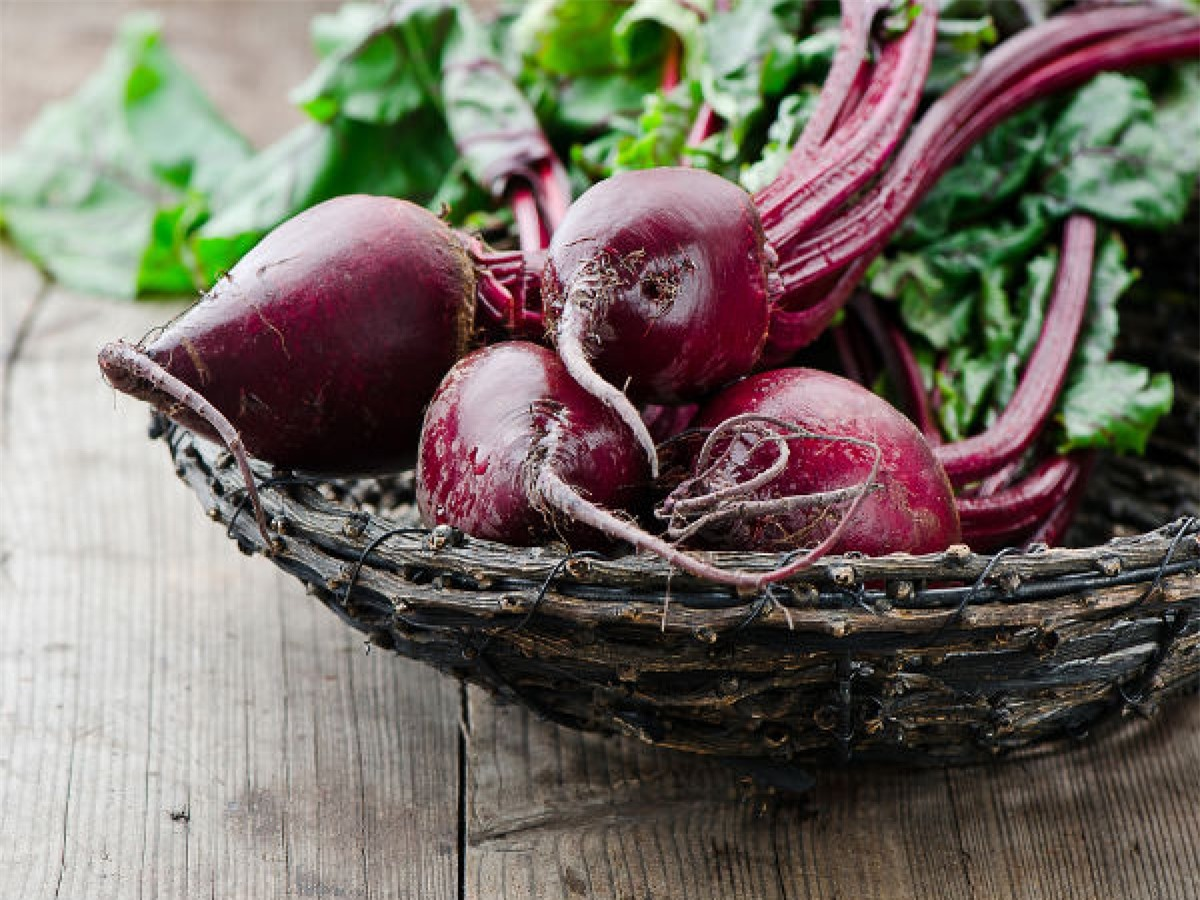 Các loại rau giàu nitrate: Các loại rau giàu nitrate như cần tây, cải bó xôi hay củ cải đường có thể gây hại nếu được làm nóng lại sau khi đã nguội. Khi đó, chúng tiết ra chất carcinogen khiến thức ăn trở nên độc hại.