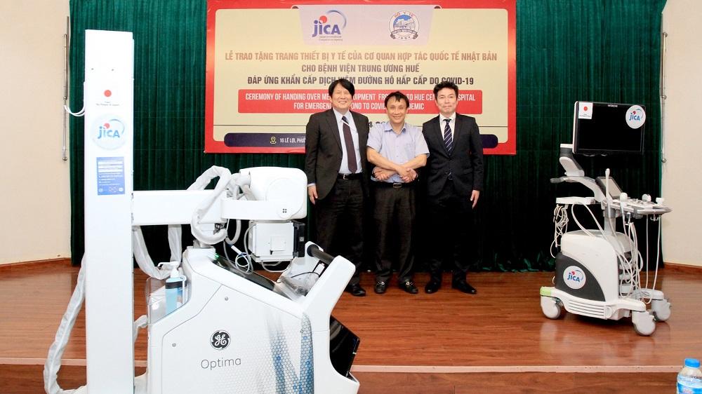 JICA  bàn giao 3 thiết bị y tế phòng chống dịch COVID-19 trị giá 10 tỷ đồng cho Bệnh viện Trung ương Huế