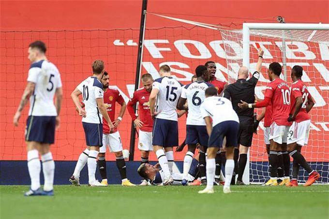 Solskjaer lại cảnh báo các học trò không để Tottenham câu thẻ như khi Martial phải nhận thẻ đỏ ở trận lượt đi