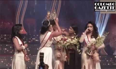 """Người giật phăng vương miện của Tân Hoa hậu Sri Lanka trên sóng truyền hình nhận kết cục thích đáng, """"nữ chính"""" lên tiếng đầy thâm sâu sau đó - Ảnh 2."""