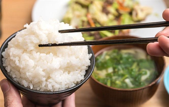 Không ăn cơm chan canh