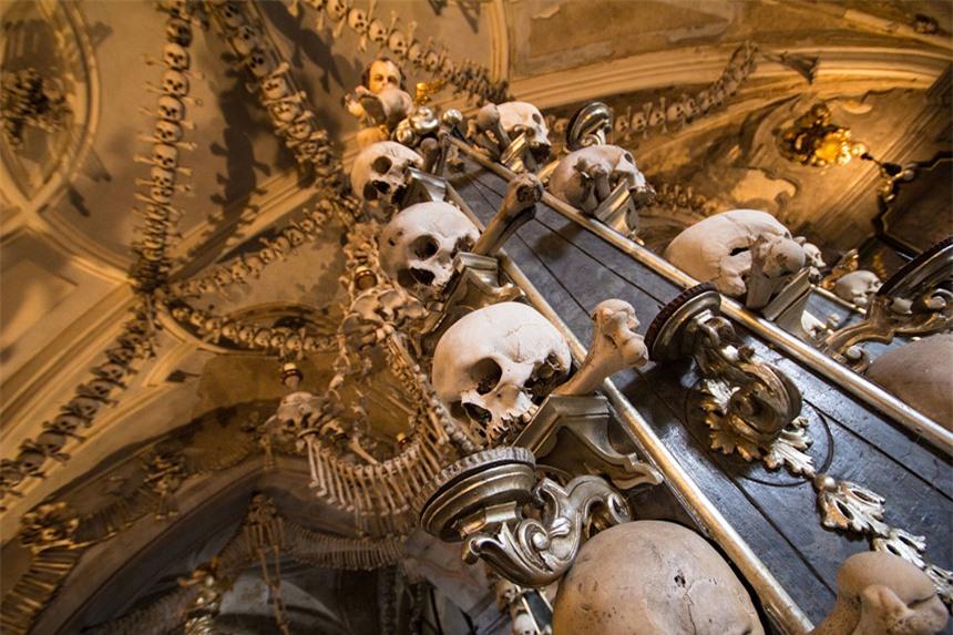 7 địa điểm ma quái nổi tiếng châu Âu, thách thức nỗi sợ của du khách - 4