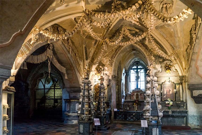 7 địa điểm ma quái nổi tiếng châu Âu, thách thức nỗi sợ của du khách - 5
