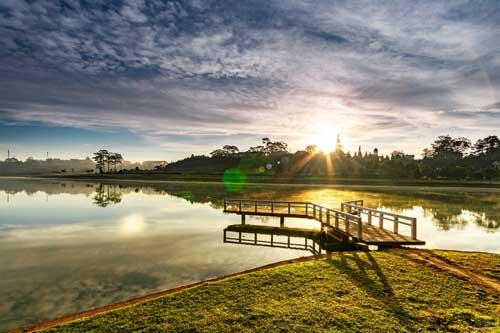 7 hồ nước tuyệt đẹp ở Việt Nam hút du khách