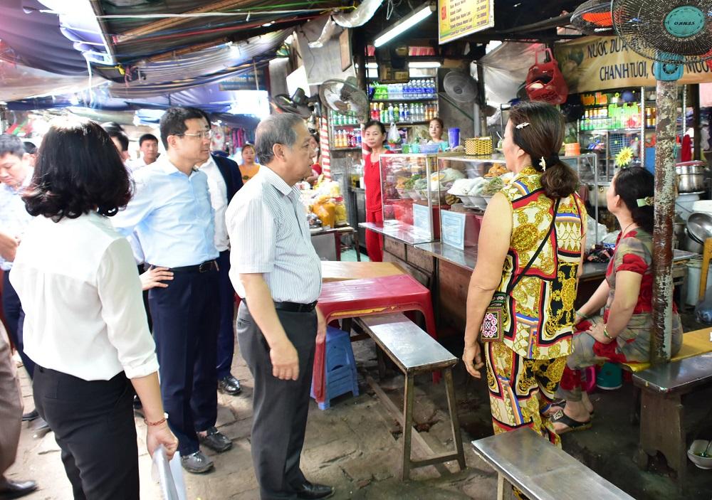 Chủ tịch UBND tỉnh Thừa Thiên Huế kiểm tra công tác chỉnh trang khu vực chợ Đông Ba.