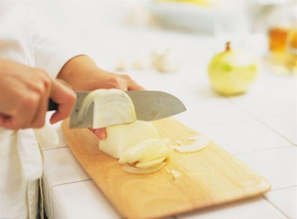 Cách trị các loại sẹo và làm đẹp da đơn giản bằng hành tây