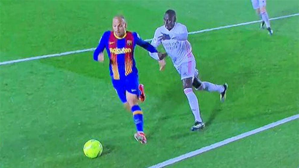Nc247info tổng hợp: HLV Koeman trút giận lên VAR sau trận Barca thua Real