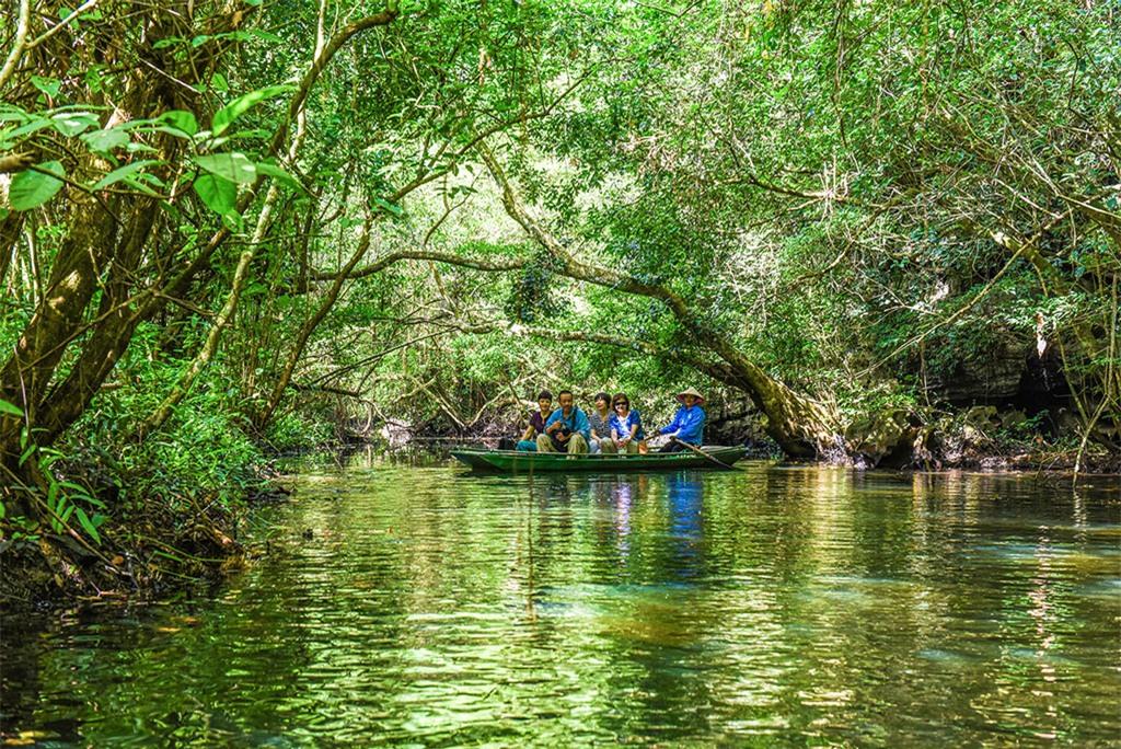 Đặc biệt là loài cá tiến vua được ghi vào sách đỏ Việt Nam cũng chỉ sinh sống tại khu vực này