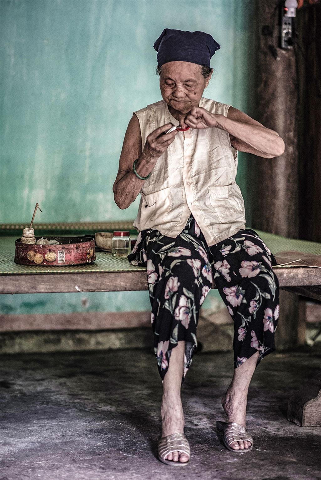 Người dân sống trong những ngôi nhà cổ vẫn giữ nếp sinh hoạt truyền thống từ nhiều đời nay