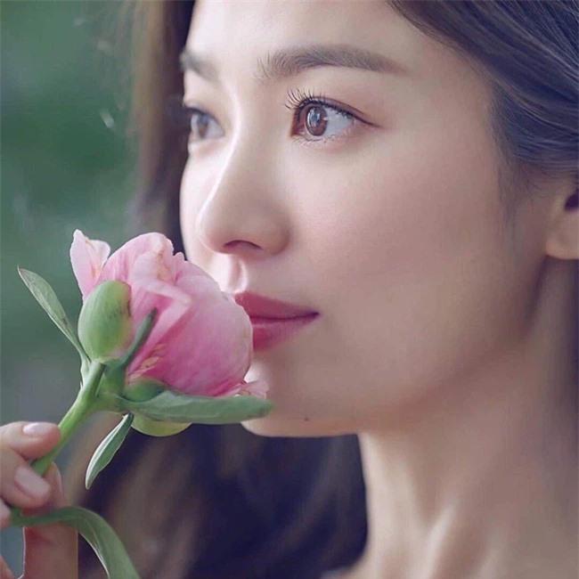 Nhan sắc thật của Song Hye Kyo có đẹp như nhiều người ca tụng, tiết lộ của nữ đồng nghiệp từng làm việc chung sẽ làm sáng tỏ - Ảnh 2.