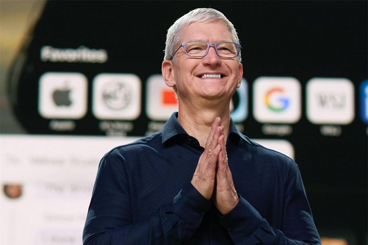 Tim Cook bắt đầu chính thức lãnh đạo Apple dưới cương vị CEO vào tháng 8/2011.