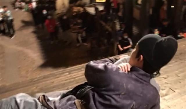 Trường Ca Hành: Địch Lệ Nhiệt Ba - Ngô Lỗi quay cảnh ôm ấp nhạy cảm, sau lưng lộ cả áo bảo hộ dày cộm - Ảnh 5.