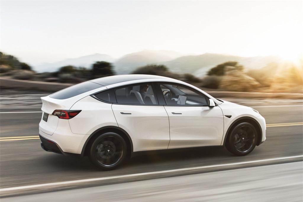 VinFast VF e35 se canh tranh voi mau xe nao cua Tesla? anh 3