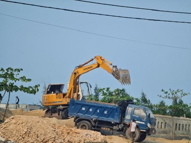 Hoạt động khai thác cát rầm rộ chỉ cách UBND xã Thanh Trạch 1km theo đường chim bay