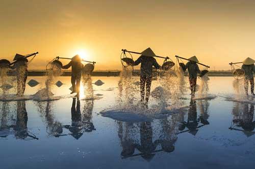 Ngỡ ngàng với cảnh sắc của cánh đồng muối đẹp nhất nhì Vịnh Bắc Bộ