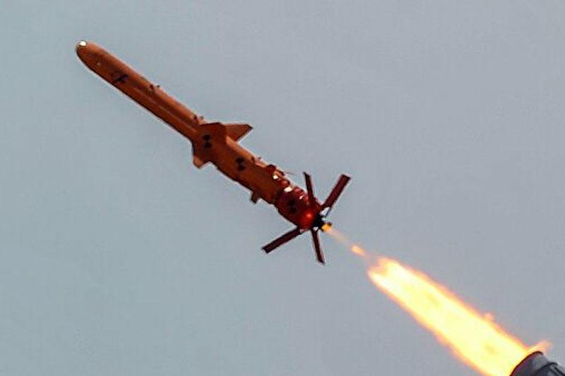 Ukraine thực hiện các cuộc tấn công tên lửa lớn vào Crimea