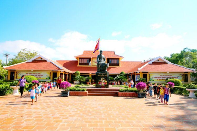 Khu di tích lịch sử Nguyễn Du