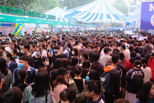 Đông đảo các bạn học sinh THPT trên toàn địa bàn Hà Nội và các tỉnh khác đã tới ngày hội.
