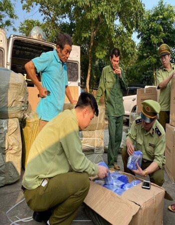 Lạng Sơn: Tạm giữ hơn 10.000 đơn vị sản phẩm hàng hóa để xác minh nguồn gốc