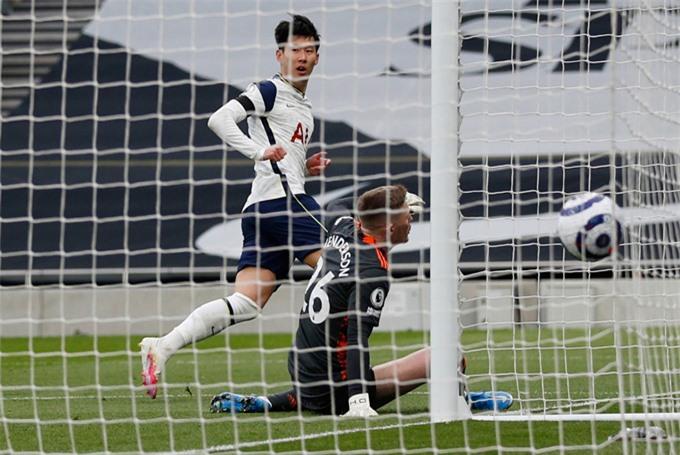 Son Heung-min mở tỷ số trận Tottenham vs MU ở phút 40